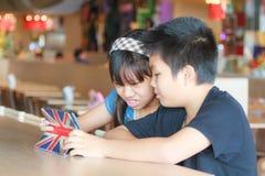 Enfant et technologie Images stock
