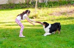 Enfant et un chien Photo libre de droits