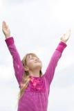 Enfant félicitant Dieu. Photographie stock