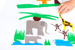 Enfant faisant des coupes-circuit Images libres de droits