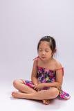 Enfant faisant la méditation Photo stock