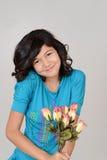 Enfant heureux avec des roses Photographie stock libre de droits