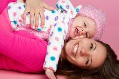 Enfant heureux de mère photographie stock