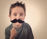 Enfant heureux de moustache Photographie stock