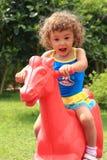 Enfant heureux en stationnement Photographie stock libre de droits