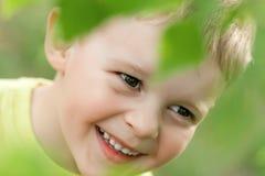 Enfant heureux et heureux images libres de droits