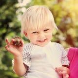 Enfant heureux extérieur Images stock