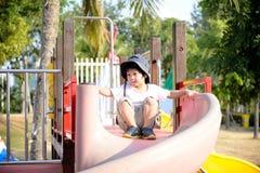 Enfant heureux sur la cour de jeu Image stock
