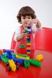 Enfant jouant avec le bloc Images stock