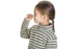 Enfant jouant des dards Photographie stock libre de droits