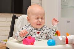 Enfant jouant des jouets Concept de développement d'enfants Enfant de bébé image libre de droits