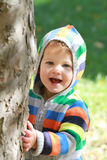 Enfant jouant à l'extérieur Photographie stock libre de droits