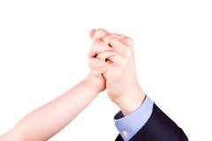 Enfant tenant la main du père. Concept de confiance, de togethterness et de soutien. Photographie stock libre de droits