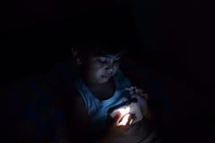 Enfant la nuit Photos libres de droits