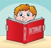 Enfant lisant un grand dictionnaire rouge Photographie stock