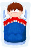 Enfant malade se situant dans le lit Photographie stock