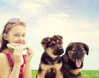 Enfant mangeant la pastèque Image libre de droits