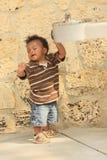 Enfant mignon avec des yeux fermés Image stock
