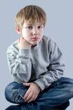 Enfant mignon dans des jeans Image libre de droits