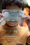 Enfant mignon et timide images libres de droits