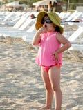 Enfant mignon sur la plage d'Antalya Images libres de droits