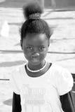 Enfant non identifié vivant dans le taudis de Mondesa Image libre de droits