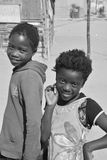 Enfant non identifié vivant dans le taudis de Mondesa Photo libre de droits