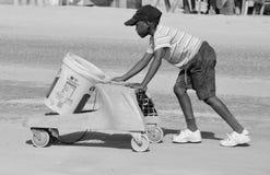 Enfant non identifié vivant dans le taudis de Mondesa Photographie stock libre de droits