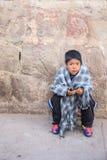 Enfant péruvien très pauvre mais heureux Photo stock