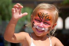 Enfant peint par visage espiègle Photos stock
