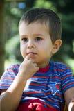 Enfant pensant image libre de droits