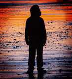 Enfant perdu et seul image libre de droits
