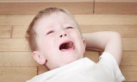 Enfant pleurant en larmes Images libres de droits