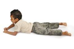 enfant regardant la TV Image libre de droits