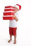 Enfant retenant une pile de cadres de cadeau photographie stock libre de droits