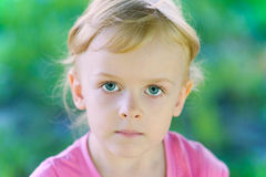 Enfant sérieux Photos stock