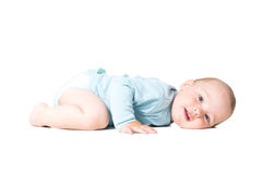 Enfant se trouvant sur le plancher Photo stock
