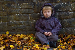 Enfant seul images stock