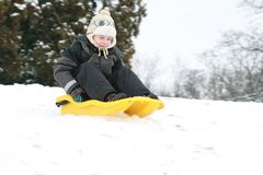 Enfant sledding Photographie stock libre de droits