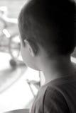 Enfant-Souhait pour aller à l'extérieur photographie stock libre de droits