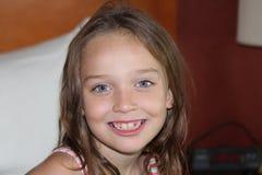 Enfant-sourire de fille image stock