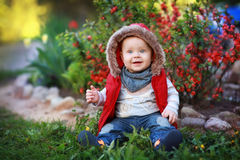 Enfant sur l'herbe Photo libre de droits