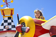 Enfant sur la conduite de carnaval Image libre de droits