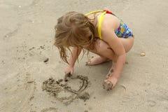 Enfant sur la plage Images stock