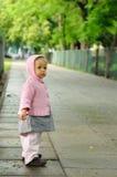 Enfant sur la rue photos stock