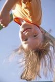 Enfant sur le pôle s'élevant 06 Photo libre de droits