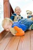 Enfant sur le terrain de jeu Photo stock