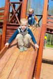 Enfant sur le terrain de jeu Photos libres de droits