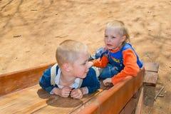 Enfant sur le terrain de jeu Photographie stock