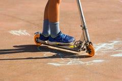 Enfant sur un scooter Images libres de droits